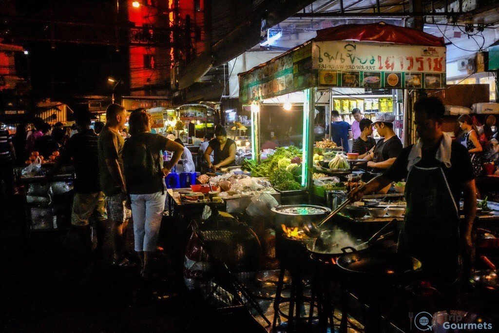 Best Markets in Bangkok Yaowarat street food stall night