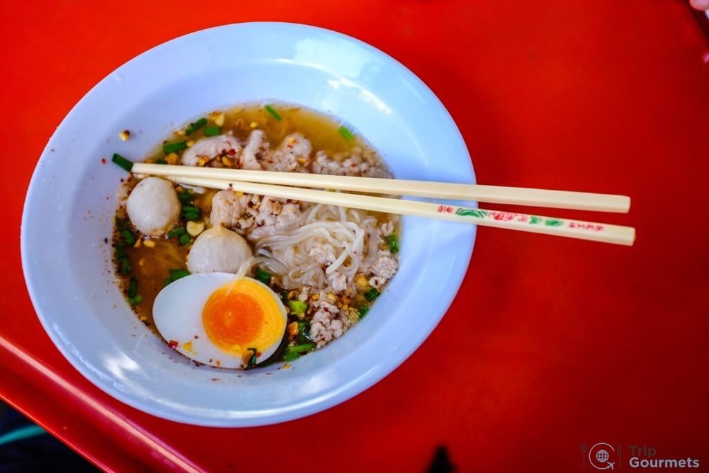 Best Markets in Bangkok Ratchawat noodle soup with beef