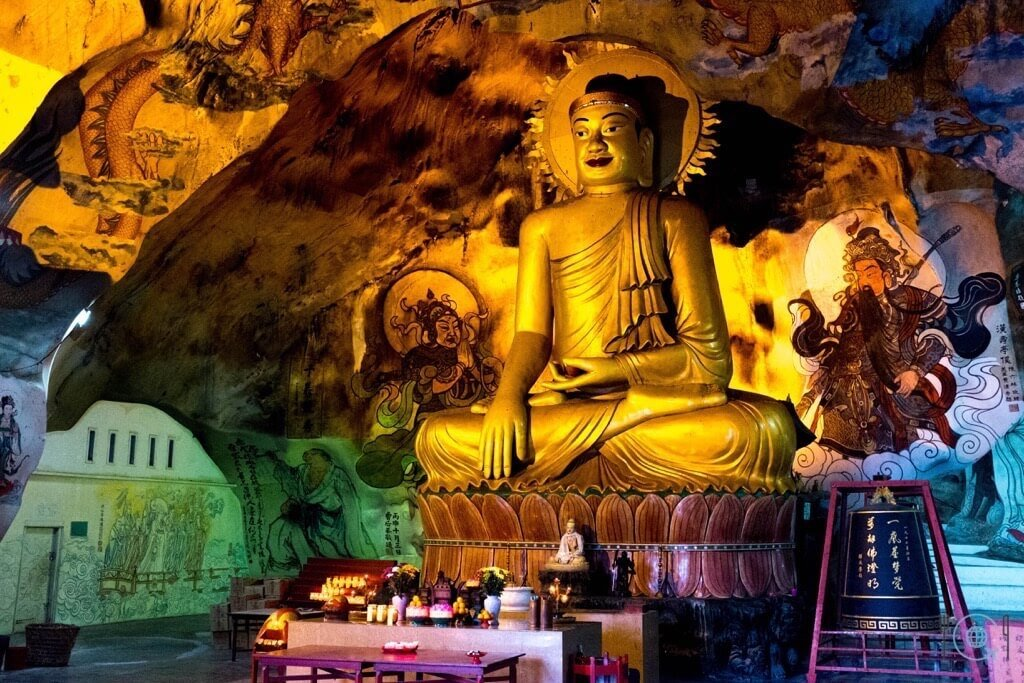 Things to do in Ipoh Perak Cave Temple Buddha