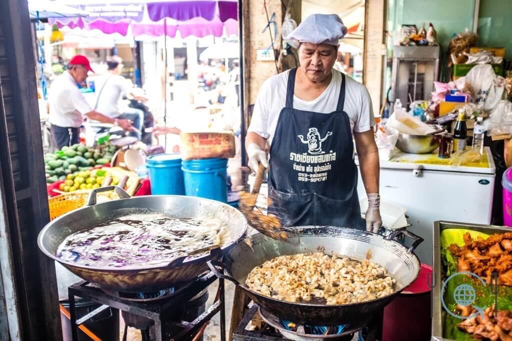 Market tour in Chiang Mai kap moo stall