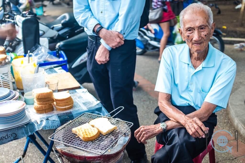 Market tour in Chiang Mai sugar toast