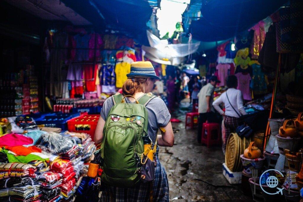 Vietnam 3 week itinerary Hue market
