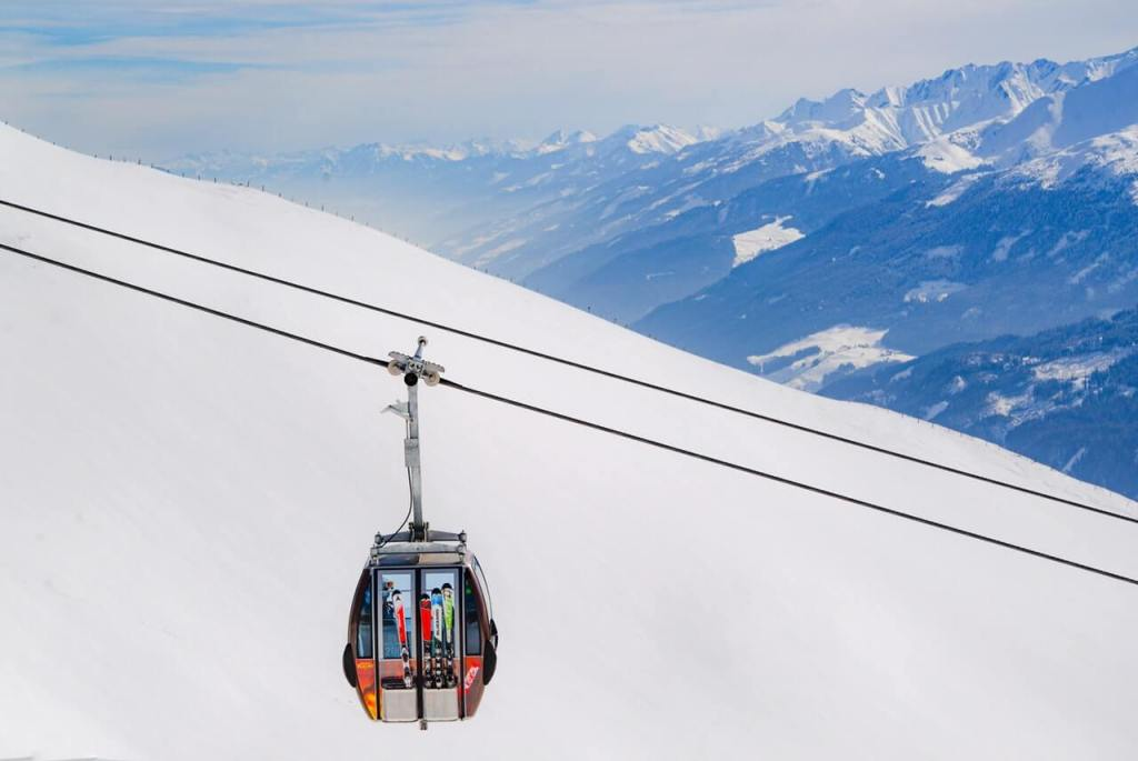 Things to do in Switzerland in winter - Cable Car - Photo from Skitterphoto on Pexels