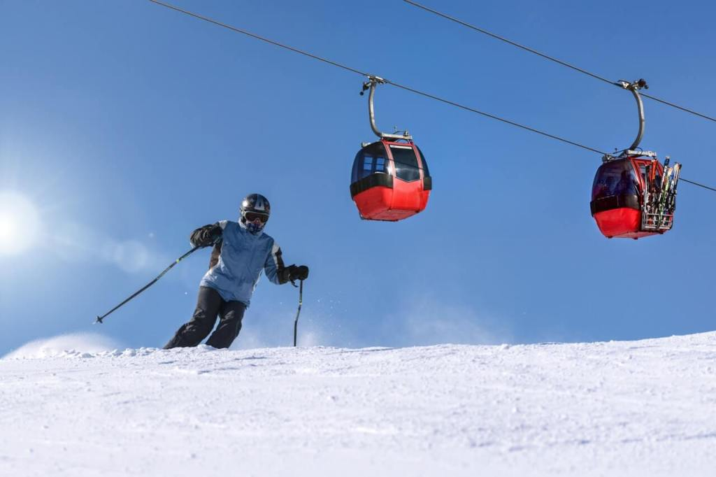 Things to do in Switzerland in winter - Skiing - Photo by PhotoMIX Ltd. from Pexels