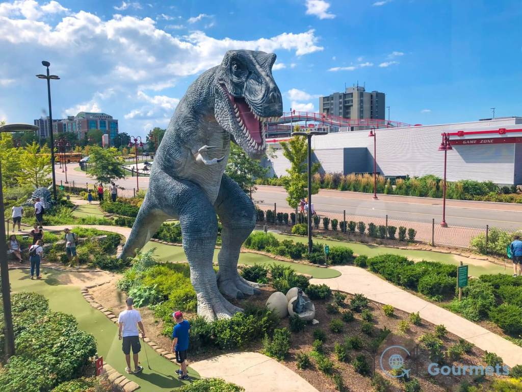 Things to do in Niagara Falls for couples - Clifton Hill