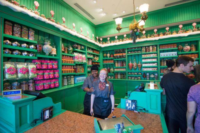 Personal de la tienda de dulces