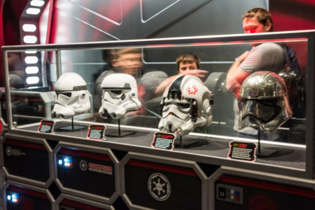 Vitrina cascos Star Wars Disney Hollywood Studios