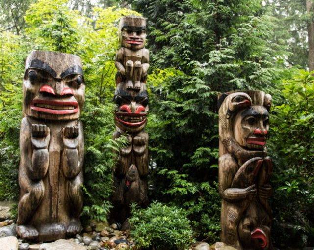 Totems Capilano Mountain