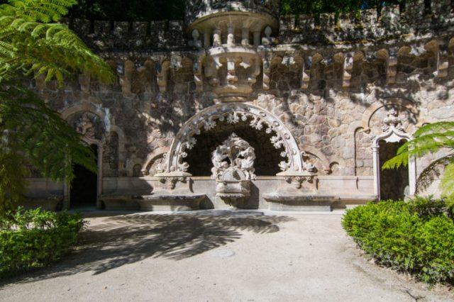 Entrada a la gruta que lleva al pozo de la iniciación
