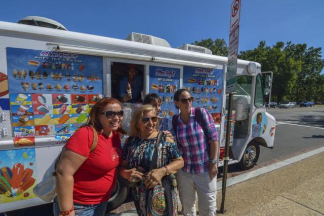 Comiendo helados frente al Capitolio