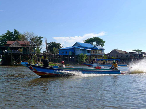 fast boat in Kompong Khleang