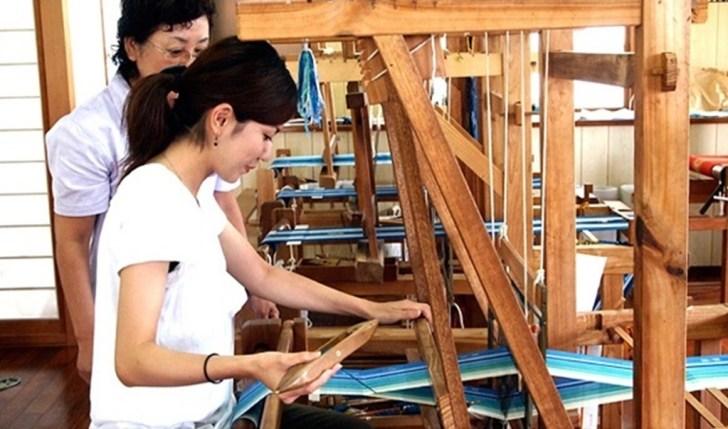 みんさー工芸館で手織り体験