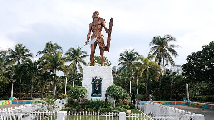 拉普拉普紀念碑,英雄