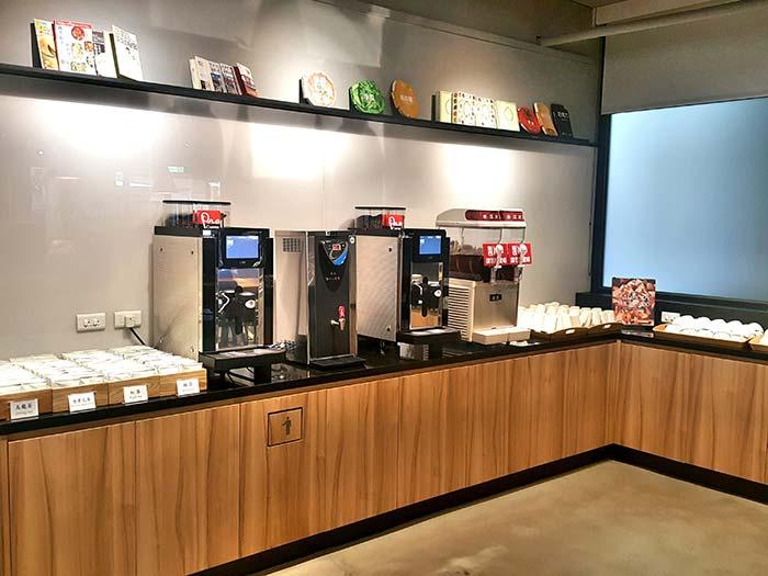 店內飲料無限暢飲,茶,咖啡,冰沙,藝品書屋
