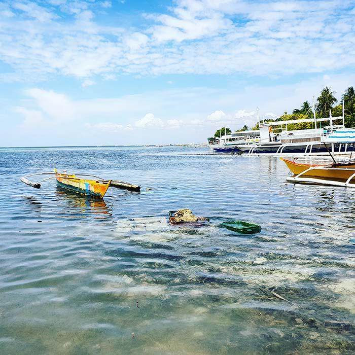 吃海鮮的島, 美麗白沙灘