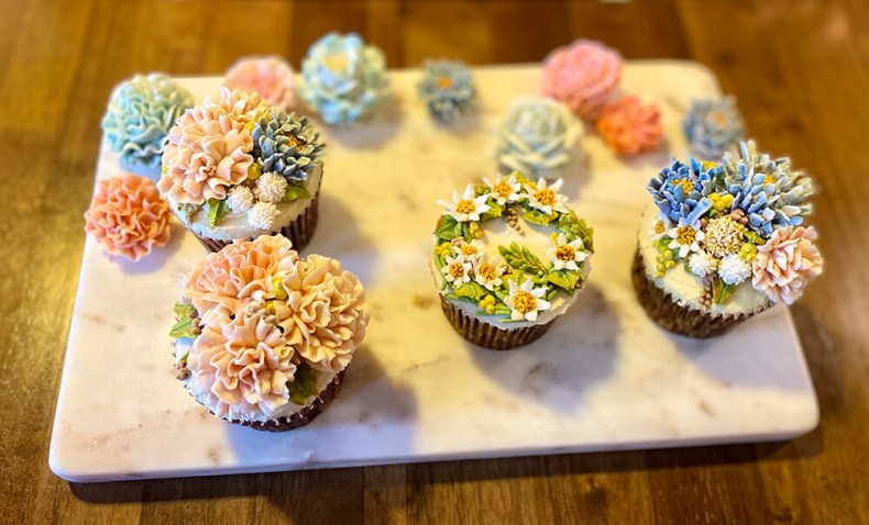 花朵杯子蛋糕,花瓣蛋糕