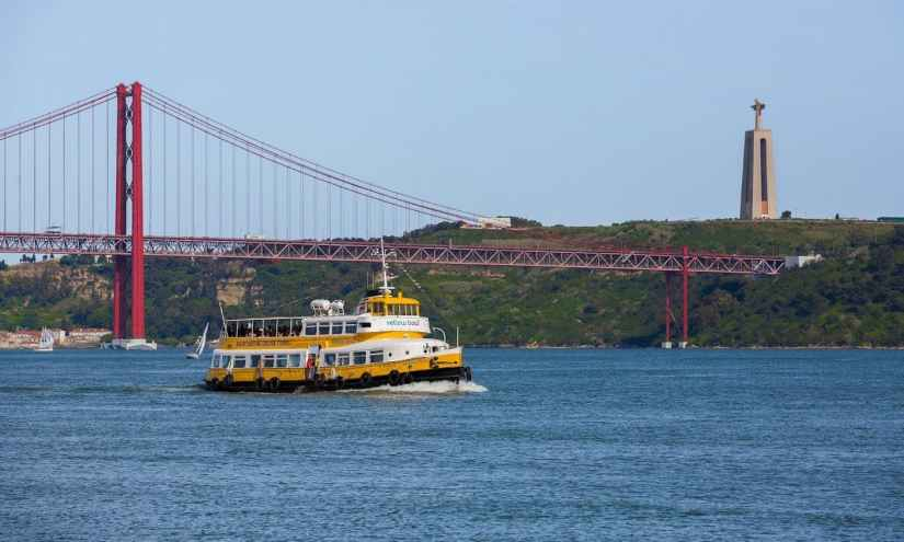 Tagus River Yellow Boat Tour