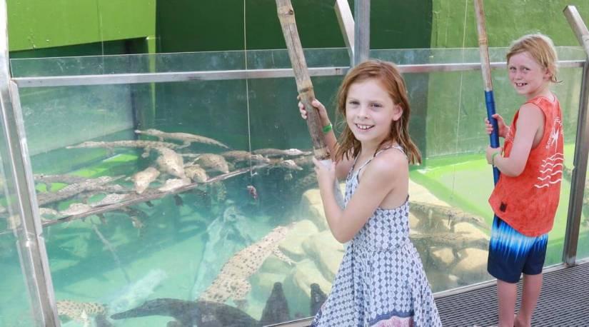 2 kids are fishing the crocodiles