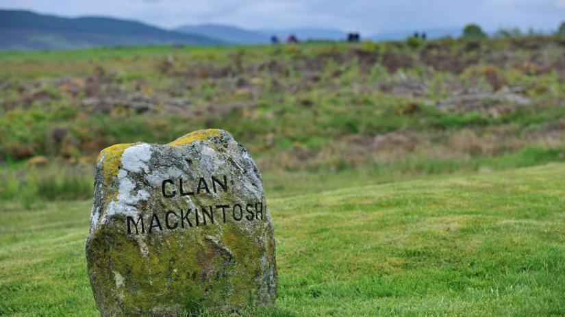 headstone of clan mackintosh