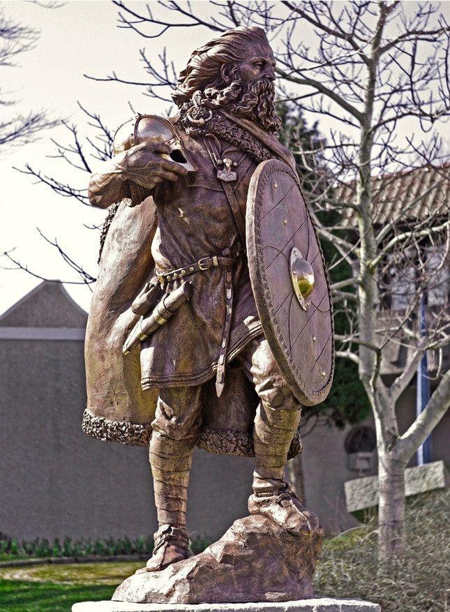 statue of King Harald III