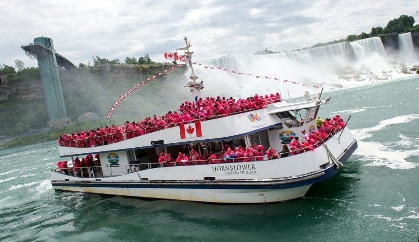 passengers on the voyage to the Niagara Falls