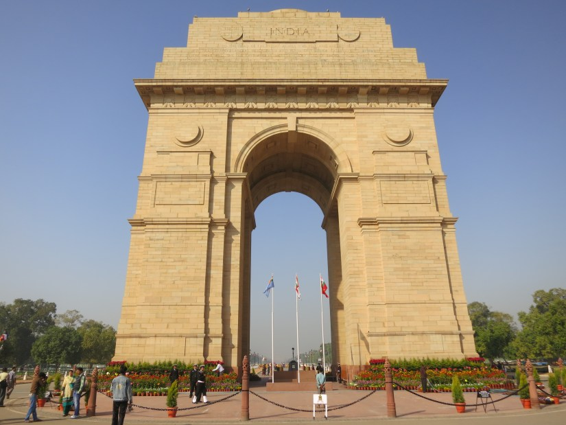 the road in front of India Gate