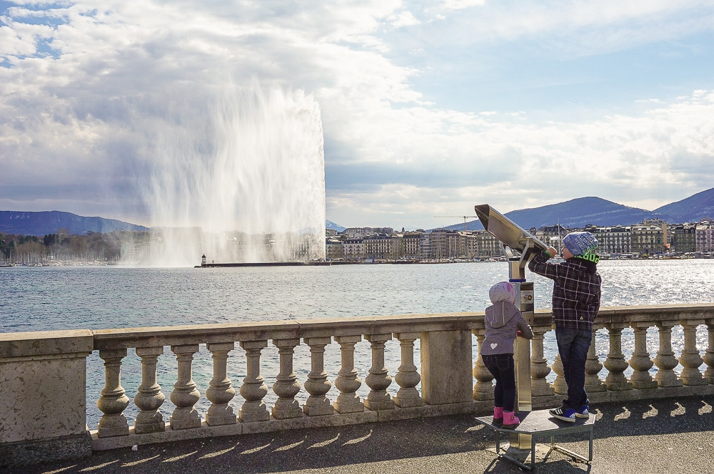 2 kids are watching The Geneva Water Fountain