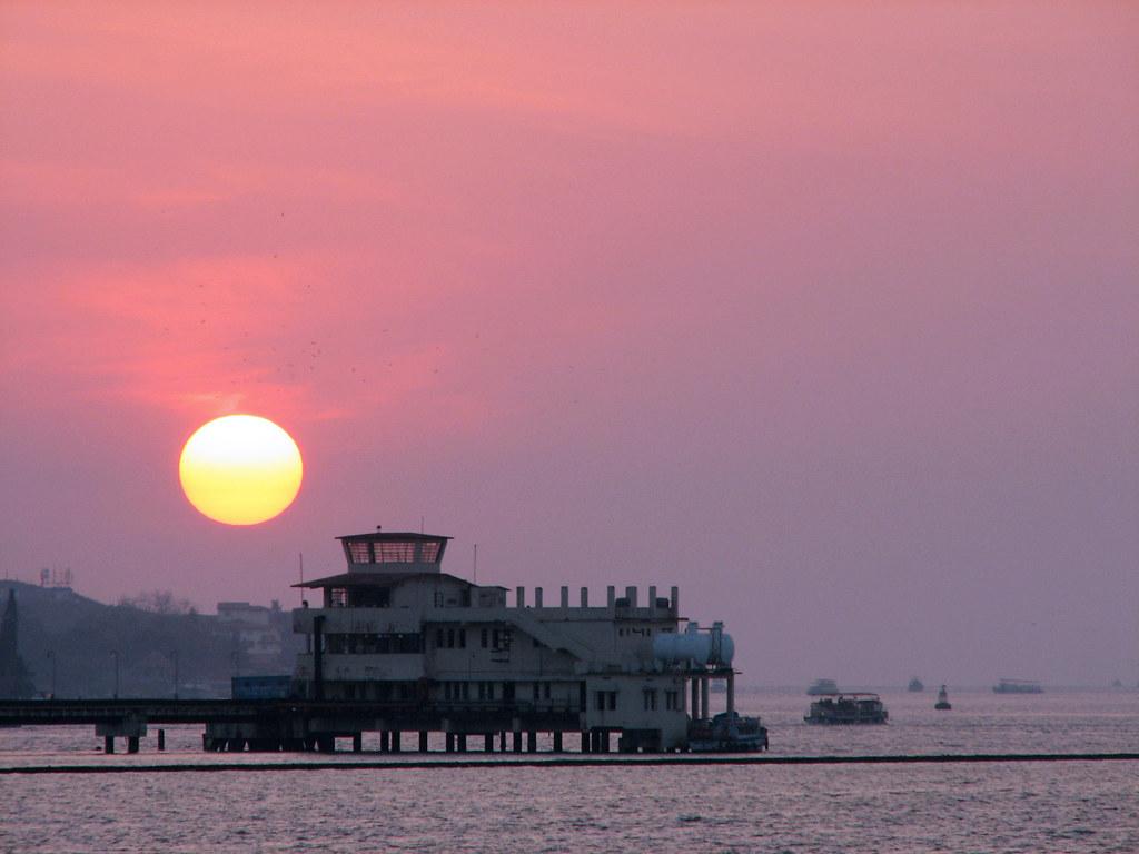 Marine Drive, Cochin sunrise