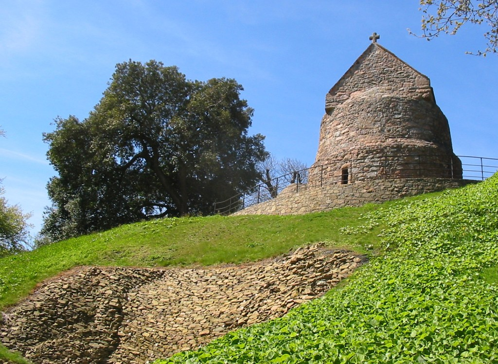 LA HOUGUE BIE: 3500 BC : Oldest Buildings In The World