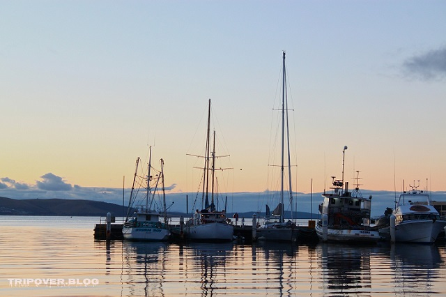 Hobart dawn on the water