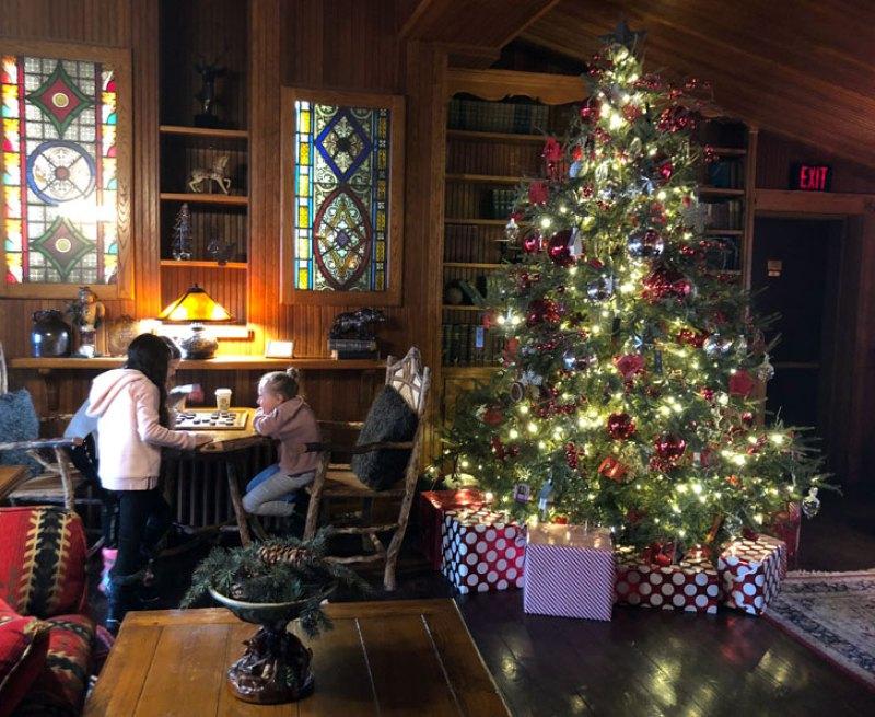 Christmas tree at the Mirror Lake Inn
