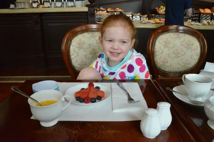 Hong Kong Disneyland Hotel Walts Cafe Breakfast