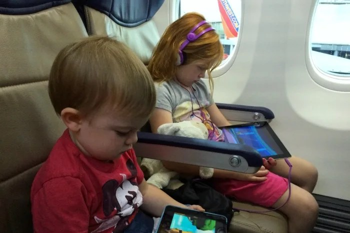 5 Essential Things to Do the Day BEFORE Flying with Kids