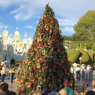 complete guide to holidays at disneyland christmas fantasy parade - Disneyland Christmas Decorations