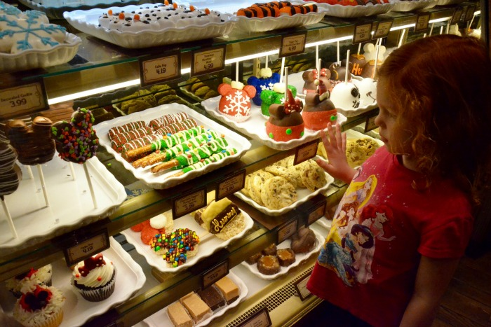 Complete Guide to Holidays at Disneyland - Christmas Treats