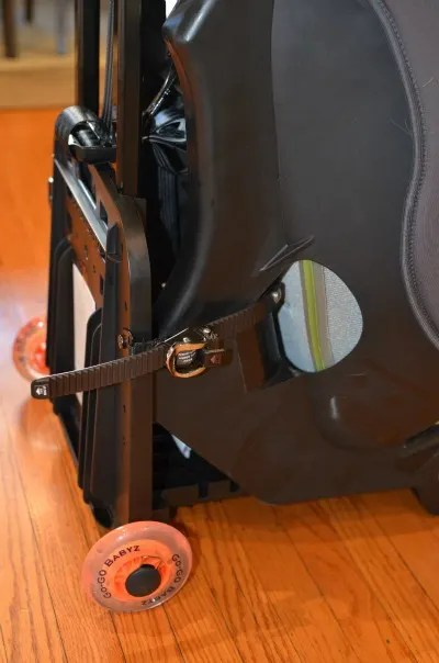 Go-GoBabyz Travelmate Review - Strap