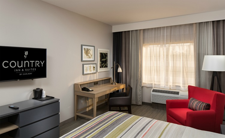 disneyland-with-toddlers-room-country-inn-suites-anaheim