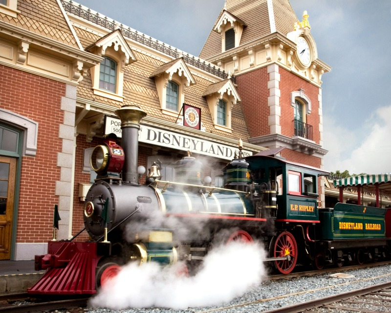 New at Disneyland Fall Winter 2017 - Disneyland Railroad Returns