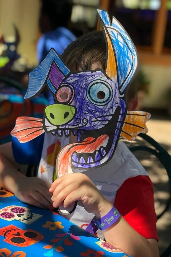 New at Disneyland Fall Winter 2018 - Plaza de la familia mask crafts
