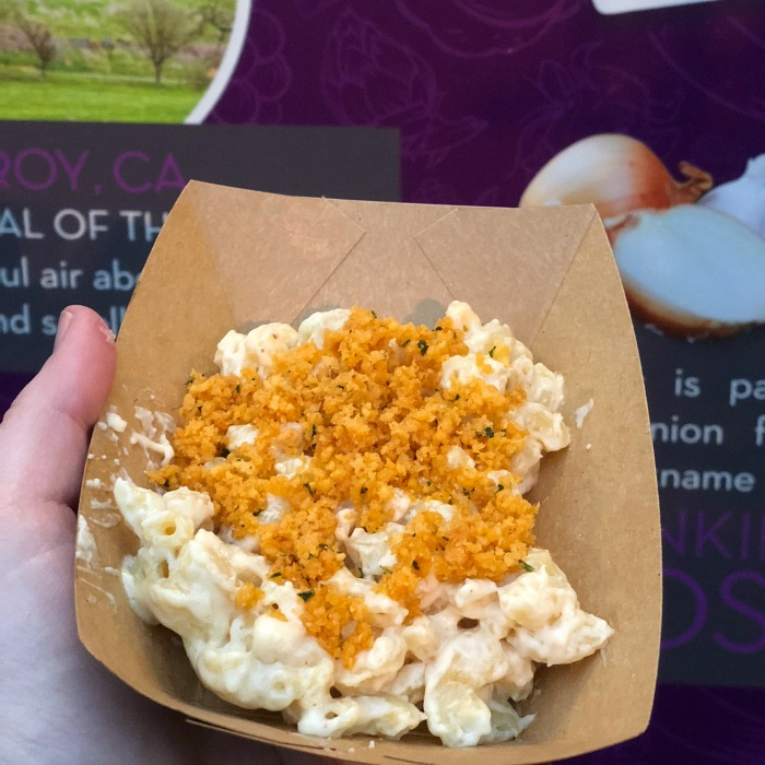 Disneyland Food and Wine Festival Tips - Creamy Mac n Cheese at Garlic Kissed
