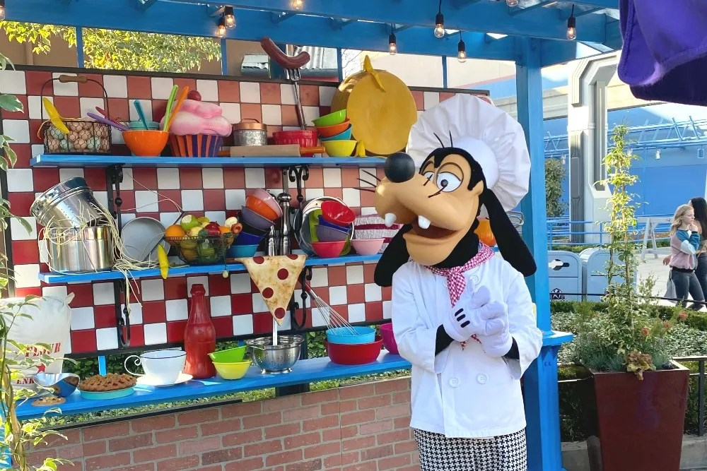 Disney California Adventure Food and Wine Chef Goofy