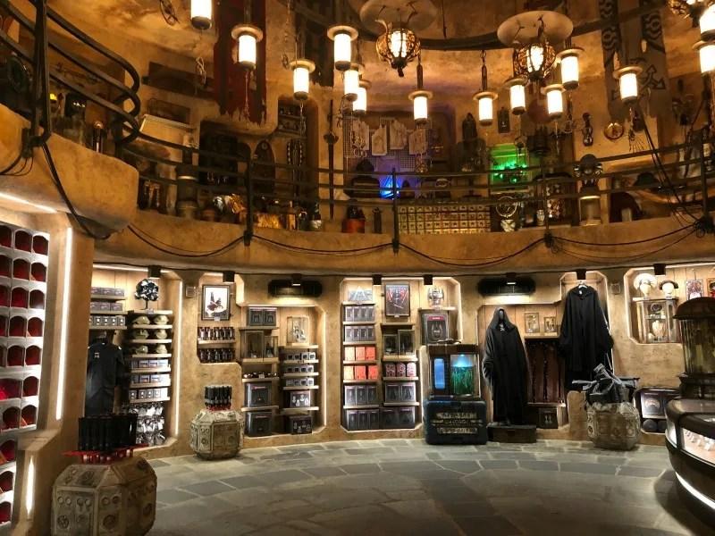 Star Wars Galaxys Edge Disneyland - Dok Ondars Inside
