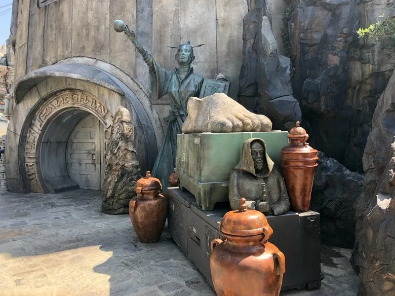 Star Wars Galaxys Edge Review Right and Wrong - Dok-Ondar Entrance