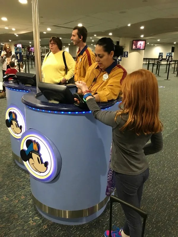 Using Disney Magic Bands to board Magical Express at Orlando Airport