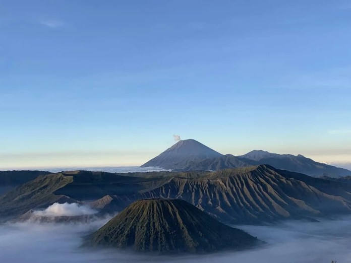 A Diy Overview To Hike Mount Bromo Sunrise Viewpoints Itinerary