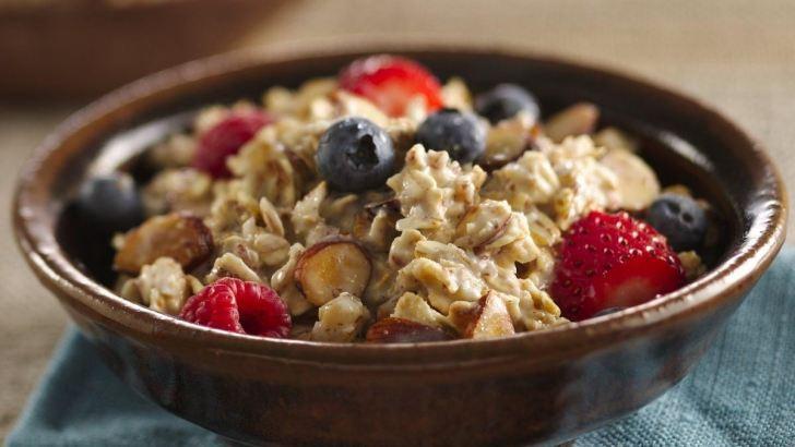 What to eat when breastfeeding. Healthy snacks. Breastfeeding diet.