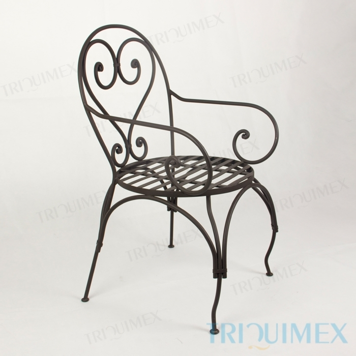 Wrought iron lawn chair with decorative scrollwork for Decorative scrollwork