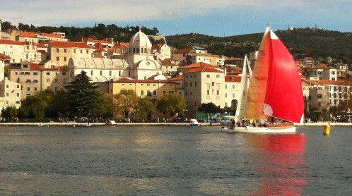Šibenska regata krstaša i Valovi Šibenika – trodnevna fešta mora, brodovlja i jedrenja