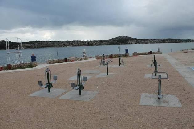 Sprave za tjelovježbu na plaži Banj (Foto: Hrvoslav Pavić)