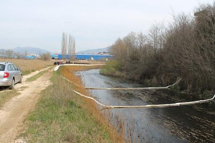 Knin - zagađenje Orašnice i Krke (Foto H. Pavić) (1)